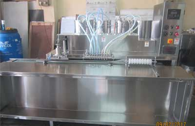 bottling-line-for-viscous-liquid-piston-filler