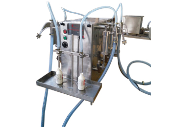 Semi-Automatic-Four-Head-Volumetric-Liquid-Filling-Machine
